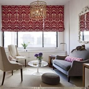 Замысловатый орнамент на шторах в гостиной