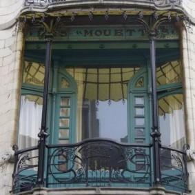 Красивый балкон в английском стиле