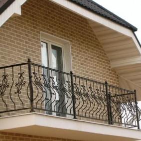 Мансардный балкон открытого типа