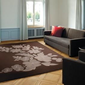 Мягкая мебель с обивкой темно-серого цвета