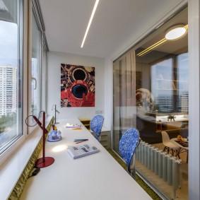 Панорамное окно в жилой комнате с балконом