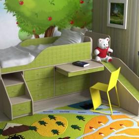 Выдвижной столик на кровати с горкой