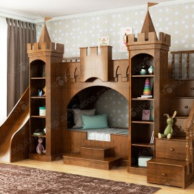 Кровать в виде замка для мальчика школьного возраста