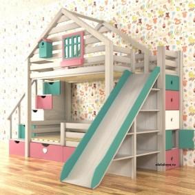 Высокая кровать в форме деревянного домика