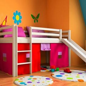Яркие стены в комнате современного ребенка