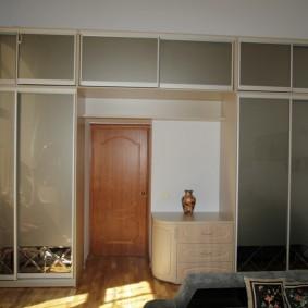 Встроенные шкафы с удобными антресолями
