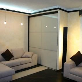 Встроенная мебель в малогабаритной комнате