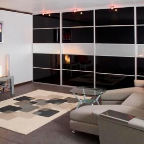 Дизайн гостиной комнаты со шкафом во всю стену