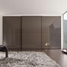 Глянцевые фасады встроенной мебели