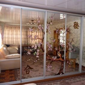 Красивый шкаф в гостиной трехкомнатной квартиры