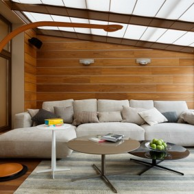 Ламинированные панели за угловым диваном