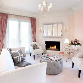 Красивые занавески в белой гостиной