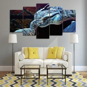 Желтые подушки на светлом диване