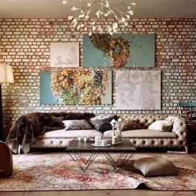 Декор картинами гостиной комнаты в стиле лофта