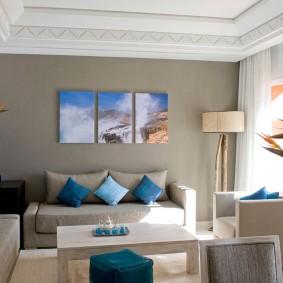 Выделение цветом акцентной стены в гостиной