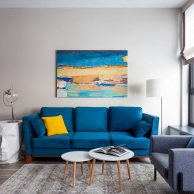 Синий диван раскладного типа