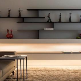 Стильные полки в интерьере современной гостиной