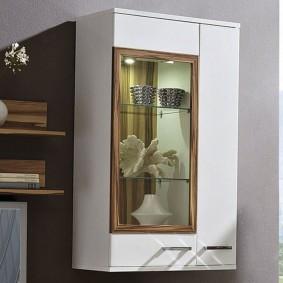 Навесной шкафчик с витриной для декораций