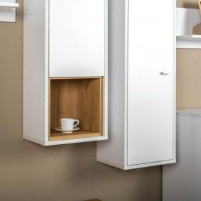 Вертикальный шкаф с полочкой для посуды