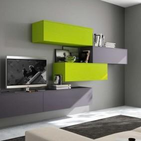 Зеленые шкафчики на серой стене