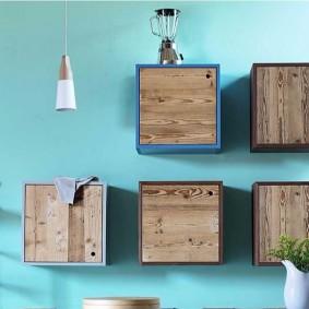 Деревянные дверки на квадратных шкафчиках