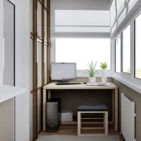 Компьютерный стол в интерьере лоджии