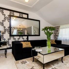 Декорирование обоями гостиной в мансарде частного дома
