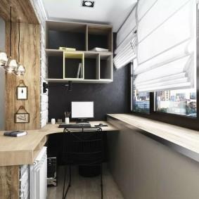 Письменный стол на балконе с черными рамами