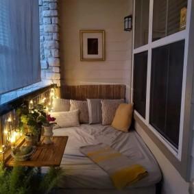 Освещение застекленного балкона в ночное время