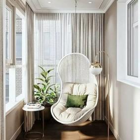Подвесное кресло с мягкой подушкой