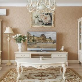 Симметричная расстановка мебели в классической гостиной