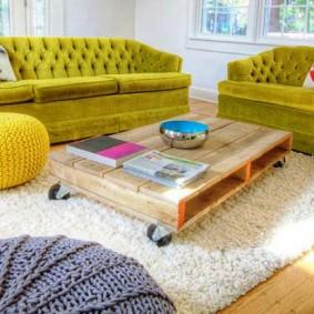 Журнальный столик из деревянного поддона