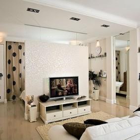 Декоративная перегородка между гостиной и кухней