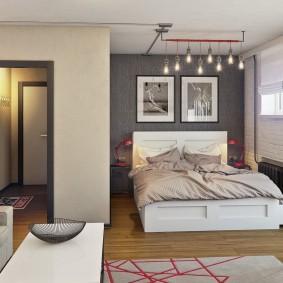 Двухспальная кровать в квартире молодоженов