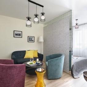 Мягкая мебель в зоне отдыха однокомнатной квартиры