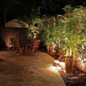 Площадка для отдыха с каменным покрытием