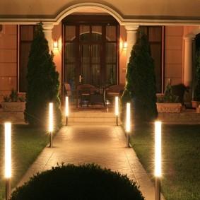 Садовые светильники в виде небольших столбиков