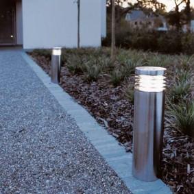 Столбчатый светильник с хромированным корпусом