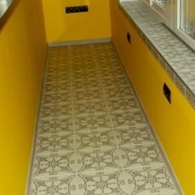 Окраска стен балкона в желтый цвет