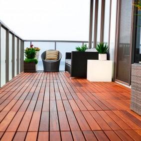 Деревянное покрытие пола на балконе без остекления