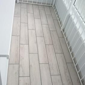 Защитные решетки в интерьере балкона