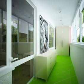 Зеленый пол в интерьере балкона