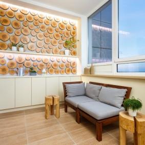 Декор стены лоджии деревянными спилами