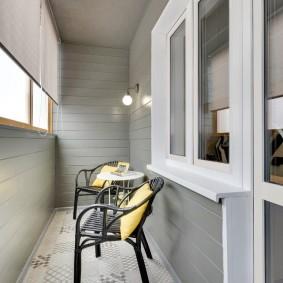 Интерьер балкона в серых тонах