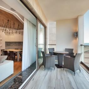 Раздвижная перегородка между комнатой и балконом