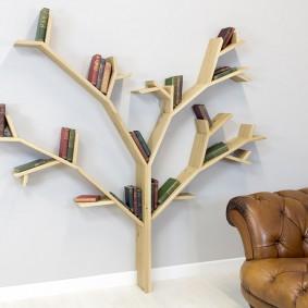 Полка для книг в виде дерева