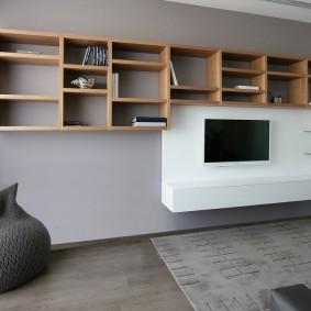 Полки из ДСП на одной стене с телевизором
