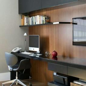 Отделка МДФ-панелями стены над рабочим столом