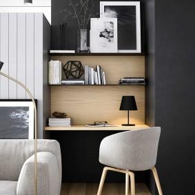 Встроенный столик за диваном в зале
