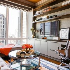 Панорамное окно в маленькой гостиной